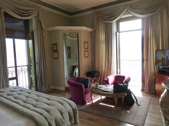 Grand Hotel Tremezzo: Chambre avec 2 fenêtres, à droite sur le lac