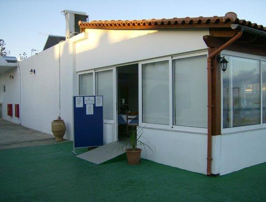 Phaedra Beach Hotel: Sahbby barrack for half-borad tourists