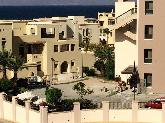 Marina Plaza Hotel by Swiss-Belhotel : Neighbouring noisy construction :(