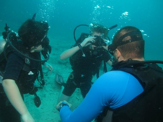 New Way Diving: Vince instructing our boys during certification dive