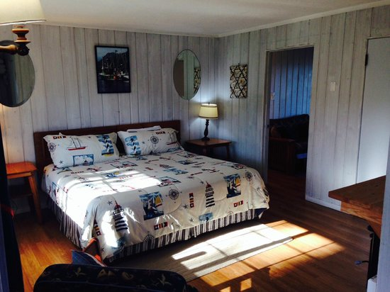 Deane's Oceanfront Lodge : King and Queen Suite