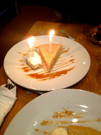 Xenophily Cafe: We came to Xenophily for our 2 year anniversary and got candles on our pudding