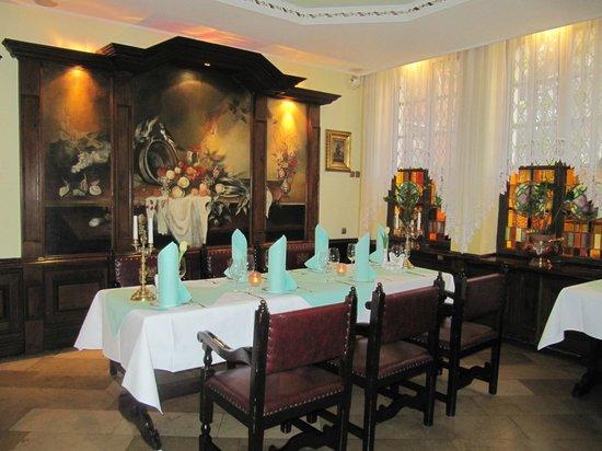 Pod Lososiem Restaurant: Elegant interior