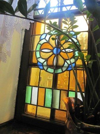 Pod Lososiem Restaurant: Stained glass window