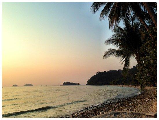 Warapura Resort: Close by beach