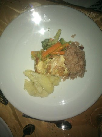 The Trident Hotel : fish with breadfruit and veggies