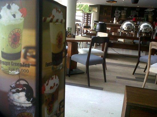 Primebiz Kuta Hotel: cafe