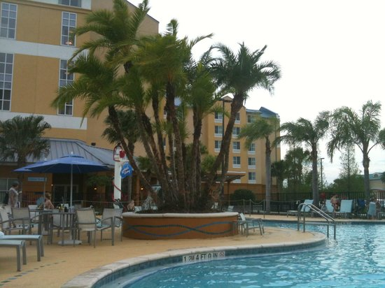 SpringHill Suites Orlando at SeaWorld® : Shared pool area between both hotels