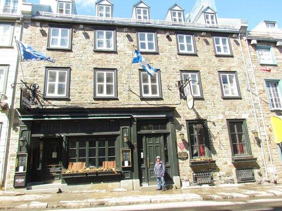 Hotel Louisbourg: Street view
