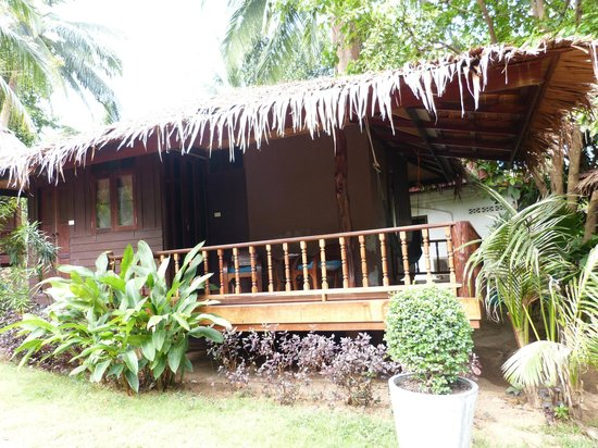 Longtail Beach Resort : Our bungalow at Longtail Resort