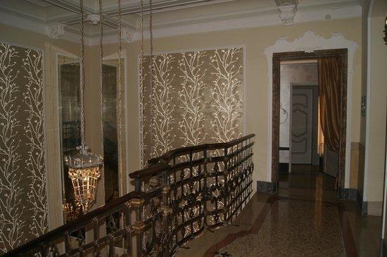 Chateau Monfort : В холле отеля