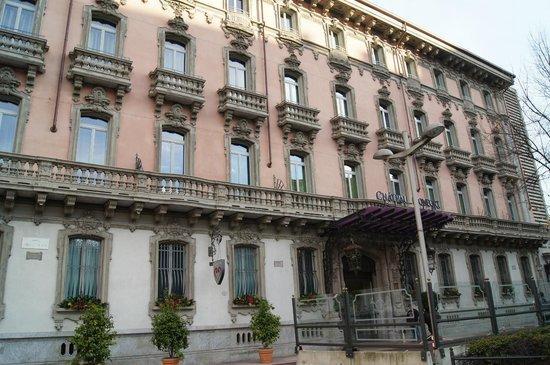 Chateau Monfort: Вид на здание отеля