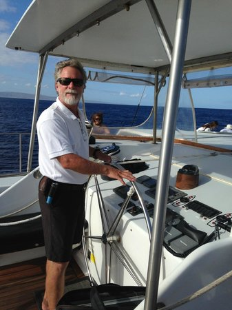 Alii Nui : The Captain offering the guests to take the helm...