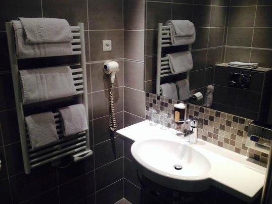 Le Grand Hotel : La salle de bain.