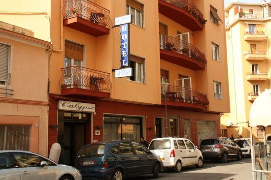 Hotel Calypso: Facade et entrée hôtel