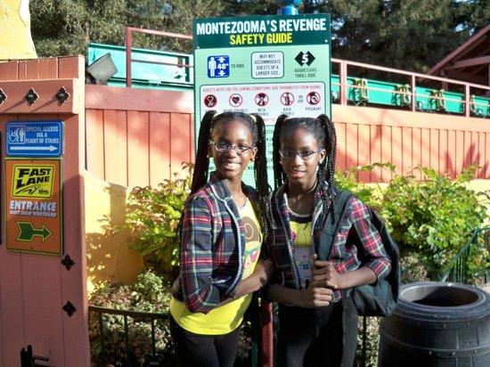 Knott's Berry Farm: Montezoomas Entrance
