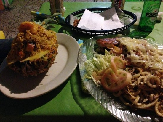 Rest. Brisas de playa santa: Fresh fish in butter and garlic sauce and 'mamposteado' seafood rice.