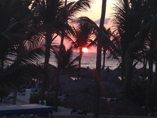 Grand Bahia Principe Punta Cana: Sunrise from my room