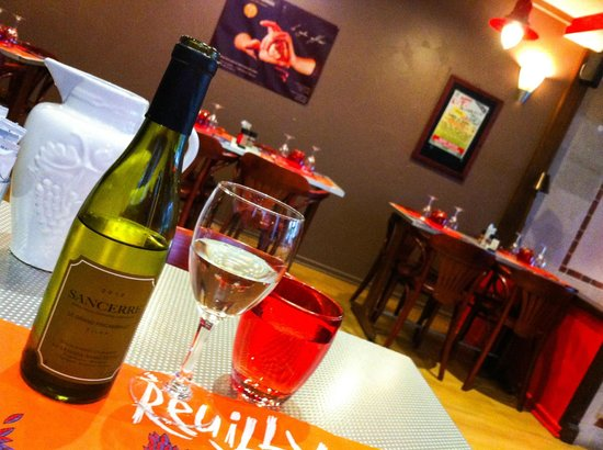 La Taverne du Connetable : Wine: 14 euros for a half bottle
