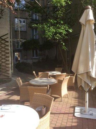 Hotel Magellan : Evening in Courtyard