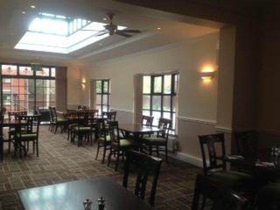 Quality Hotel Birmingham South/NEC : the fantastic pillars