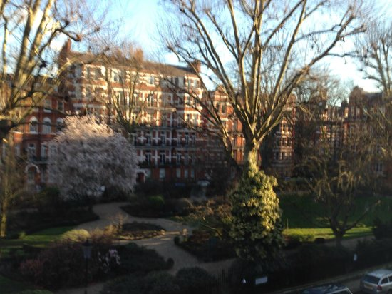 Best Western Burns Hotel Kensington: Мой одноместный номер: вид из окна