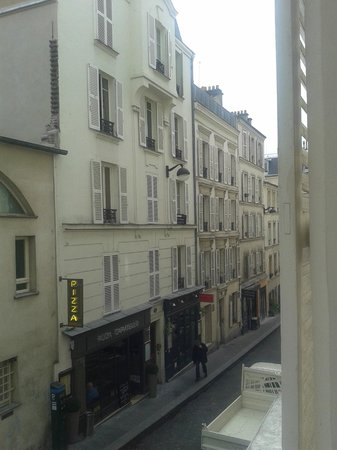 Hotel Audran: Room view overlooking Rue Audran 3