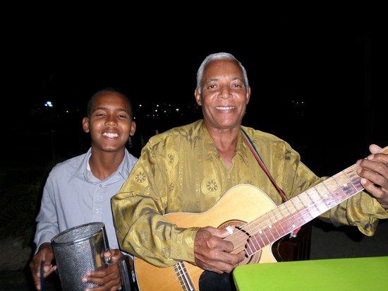 Saona Cafe: Friday night musicians