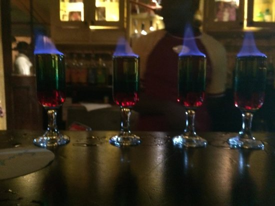 Sandals Royal Caribbean Resort and Private Island : Flaming shots at Cricketers