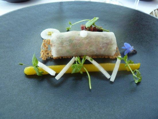Restaurant Le Saint-James Relais & Chateaux : entree canard mariné avec navet et creme d'agrume