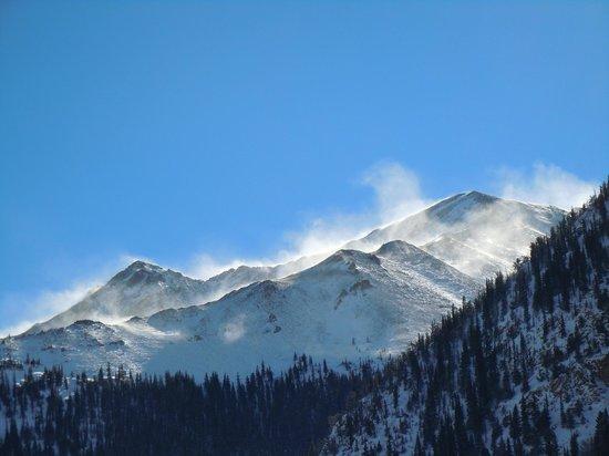 Mount Elbert Lodge: View of Rinker Peak from Dining Room