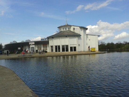 Cleethorpes Boating Lake: boat house and resterant