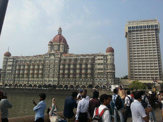 Gateway of India: Taj Mahal hotel