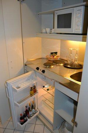 Leonardo Hotel Muenchen City West: kitchenette area