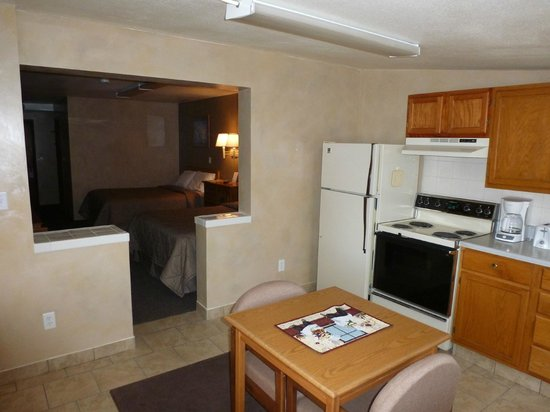 Riverwood Inn Motel & RV Park: 2 Queen w/ Kitchenette