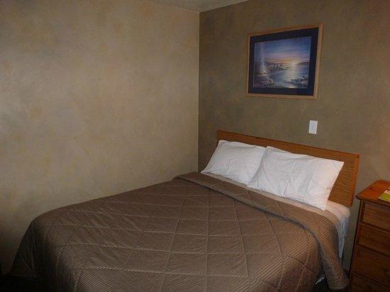 Riverwood Inn Motel & RV Park : 2 Queen w/ Kitchenette