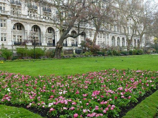 Citadines Trafalgar Square London : A few minutes down Northumberland Ave: Gardens at Embankment