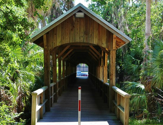 Florida Tech Botanical Garden: A small covered bridge welcomes the visitor