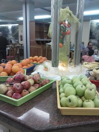 Gran Hotel Bali - Grupo Bali: fresh fruit available at all meals