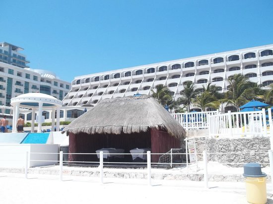 Golden Parnassus All Inclusive Resort & Spa Cancun: property from beach