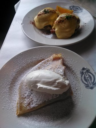 Patisserie Amie: Eggs Benedict and strawberry crêpe