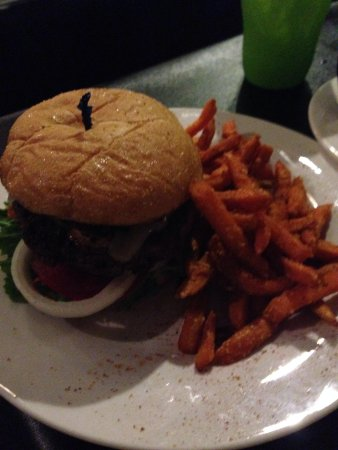 Magnolia Grille: Burger and sweet potato fries