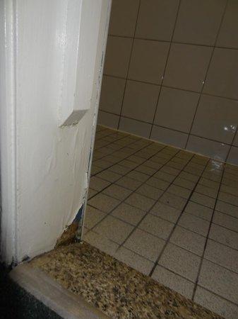 Howard Winchester Hotel: En bas, le nid de fourmis dans le bois pourri