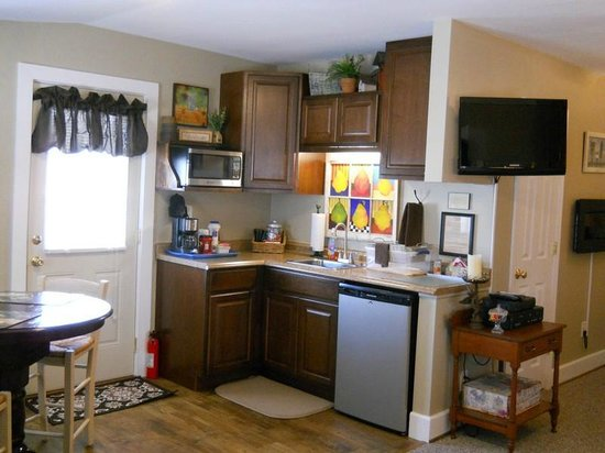 Piney Hill Bed & Breakfast: Hurley Byrd Cottage Kitchenette