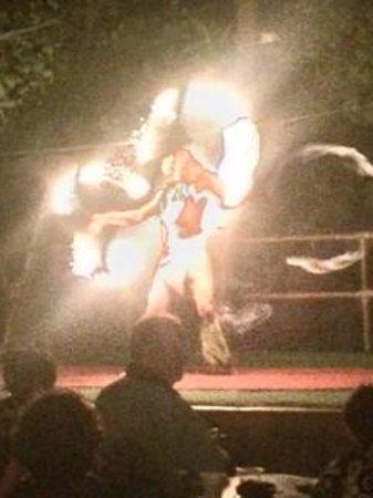 Royal Kona Resort Luau : Polynesian Fire Dance