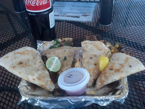 Chihuahua's Chill Grill: awesome shredded beef quesadilla!!