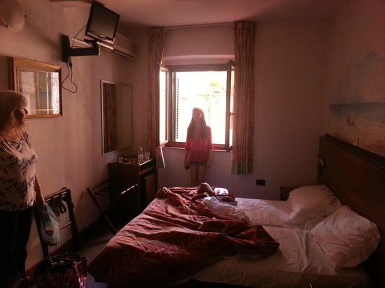 Leonardo Hotel: our room
