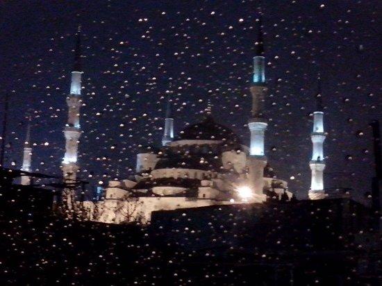 Emine Sultan Hotel: Moschea Blu di notte