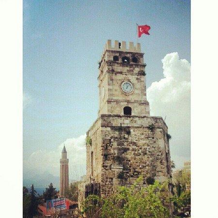 Antalya Saat Kulesi : Бьют часы на старой башне...