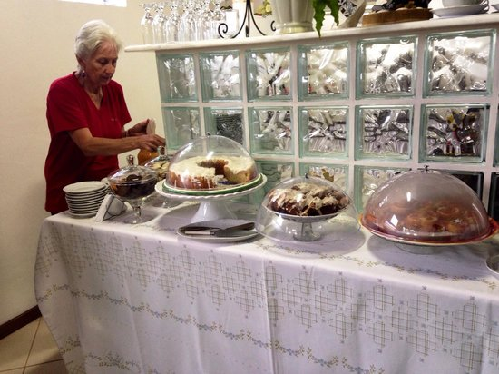 Aratinga Inn: Tea Time with fresh Cakes